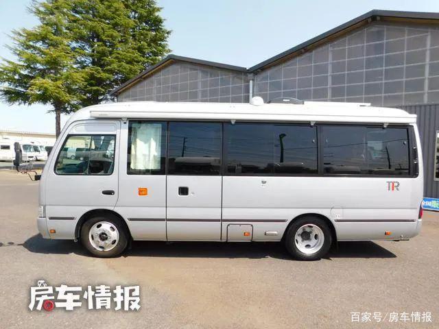 丰田中巴车改装房车,4.0T动力有两个大客厅,8人车里开会也不挤