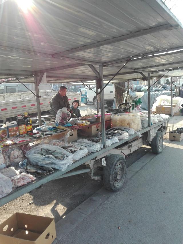 农村小伙把面包车改房车,成每天的挣钱工具