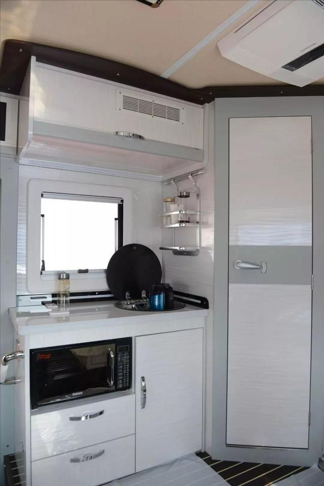 双拓展的房车又大又方便,内饰材料太软了!住得更舒服