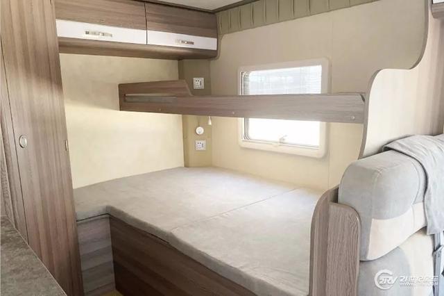 后双胎的东风御风C型房车实在少见 能睡6人 价格贵了吗?
