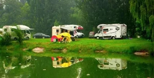 房车野外露营,带上它们准没错!