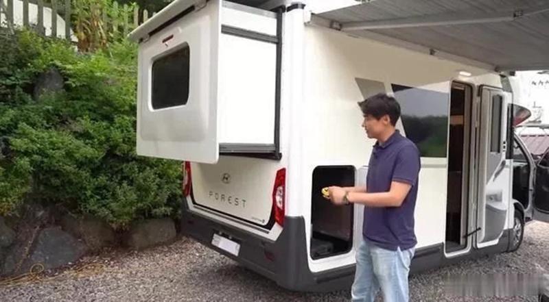 韩国首款现代房车车内床铺设计是亮点,后拓空间大