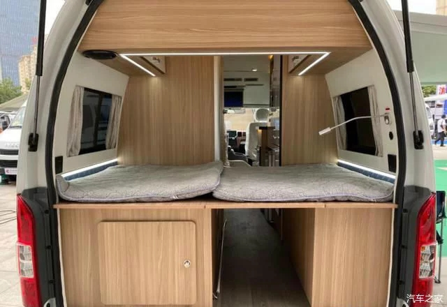 17万出头适合新入门夫妻的房车过的了限高,还有双人大床和厨卫