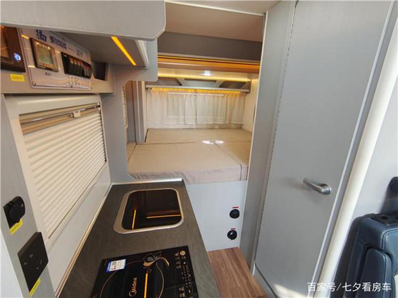 大通V90-C型房车后拓展大床铺