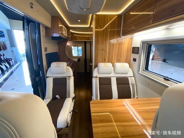 7.10上海房车展:奢华代名词?荣冶林道奇公羊B型商旅房车